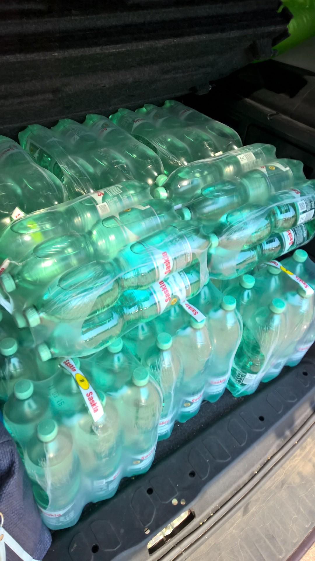 Wasserspende für die Zeltstadt Dresden