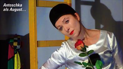 """Antoschka in Henry Millers """"Das Lächeln am Fuße der Leiter"""" als August; © Antoschka"""
