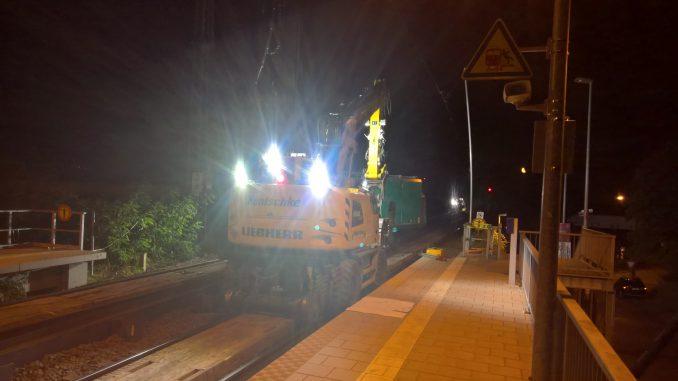 Nächtliche Unruhestifter unterwegs im Leipziger Osten für eine bessere Bahnverbindung.