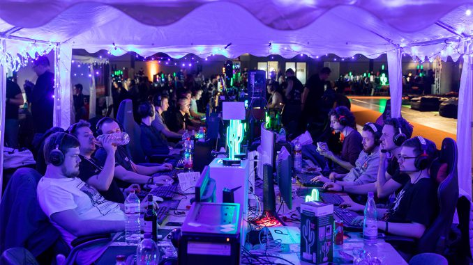 Spaß und Konzentration gehören bei der LAN-Party auf der DreamHack Leipzig dazu. © Leipziger Messe GmbH/Tom Schulze